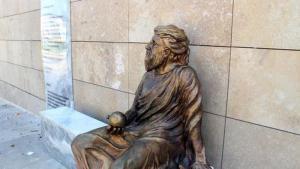 Αντιπαράθεση στα Ούρλα Σμύρνης για το νέο άγαλμα του Αναξαγόρα – Μοιάζει με Τούρκο ποιητή