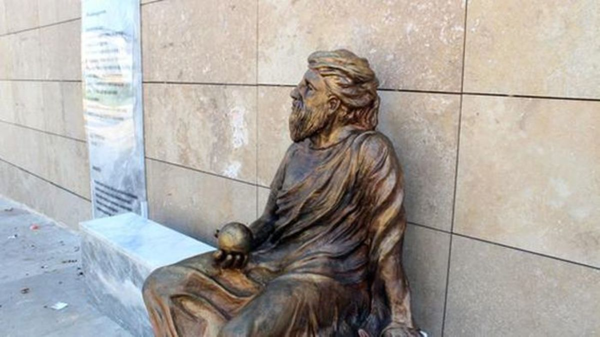 Αντιπαράθεση στα Ούρλα Σμύρνης για το νέο άγαλμα του Αναξαγόρα – Μοιάζει με Τούρκο ποιητή | Newsit.gr