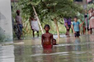 Σχεδόν 24 εκατ. άνθρωποι απειλούνται απ τις πλημμύρες στην Ασία [pics]