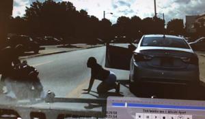Σοκαριστικό βίντεο! Αστυνομικός ξυλοκοπεί άγρια αφροαμερικανό