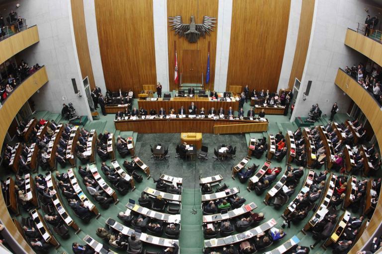 Αυστρία: Νέα δημοσκόπηση εν όψει των πρόωρων βουλευτικών εκλογών | Newsit.gr