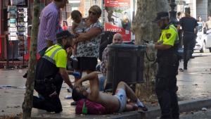 Βαρκελώνη: Συγκλονιστικό βίντεο! Ο αστυνομικός και το μωρό