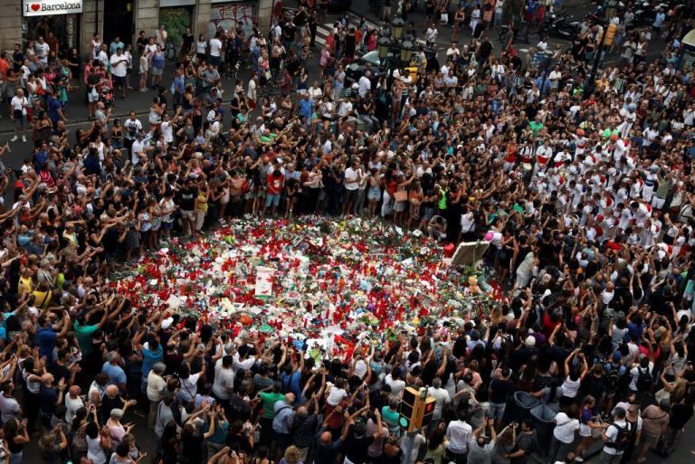Βαρκελώνη: Διαδήλωση μουσουλμάνων κατά της τρομοκρατίας | Newsit.gr