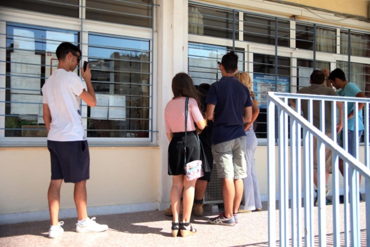 Πανελλήνιες 2017 Βάσεις: Δείτε σε ποιά σχολή περνάτε | Newsit.gr