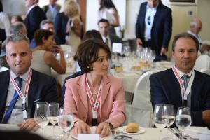 """Βελκουλέσκου: Υπάρχει """"φουλ"""" ατζέντα – Τι λέει για συντάξεις, συμβασιούχους και φορολογία"""