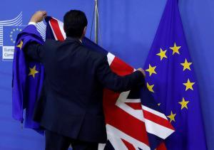 «Μετακομίζουν» σε Βρυξέλλες, Αθήνα, Πειραιά σε «σκληρό» Brexit