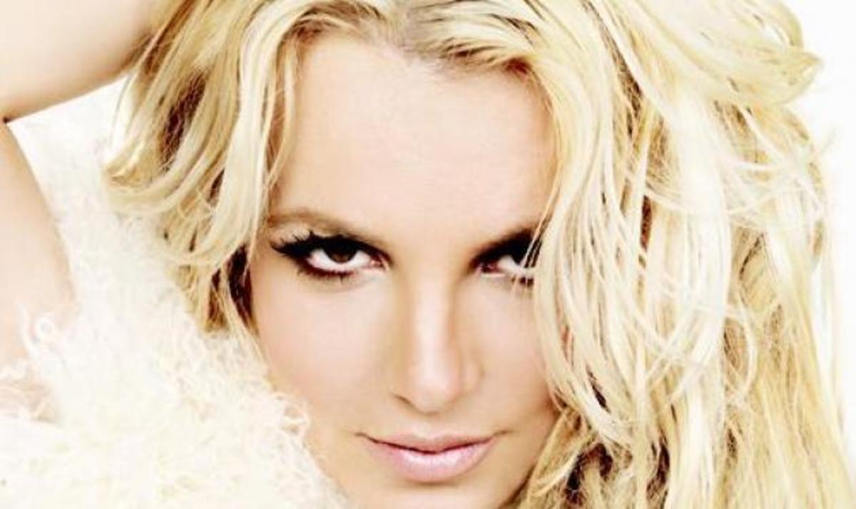 Β. Spears: Έχει κέφια και …ποζάρει με μπικίνι! | Newsit.gr