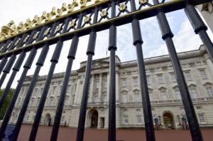 Συναγερμός στο Παλάτι του Μπάκιγχαμ!  Εντοπίστηκε ύποπτο αυτοκίνητο – Χειροπέδες σε έναν 30χρονο άνδρα
