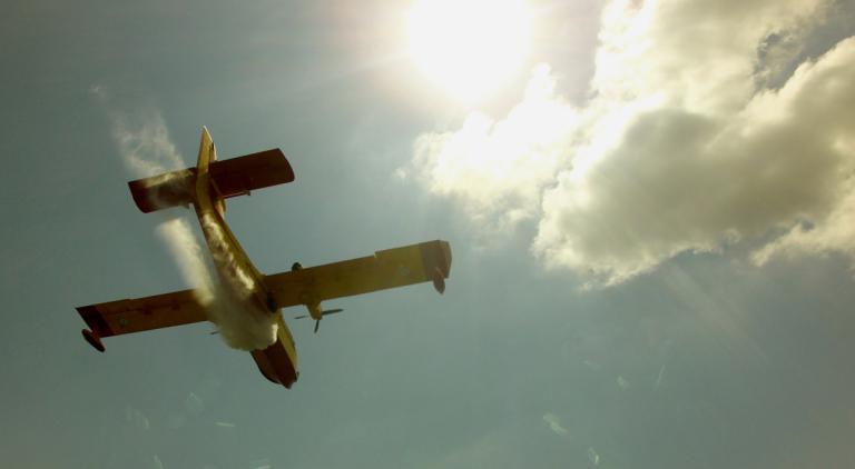 Καύσωνας: «Μετακόμισαν» τα Canadair από την Ελευσίνα! | Newsit.gr