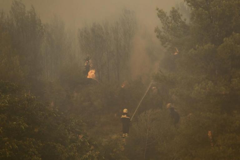 Πύρινη κόλαση στην Κροατία: Απειλούνται 3 χωριά από τη φωτιά | Newsit.gr