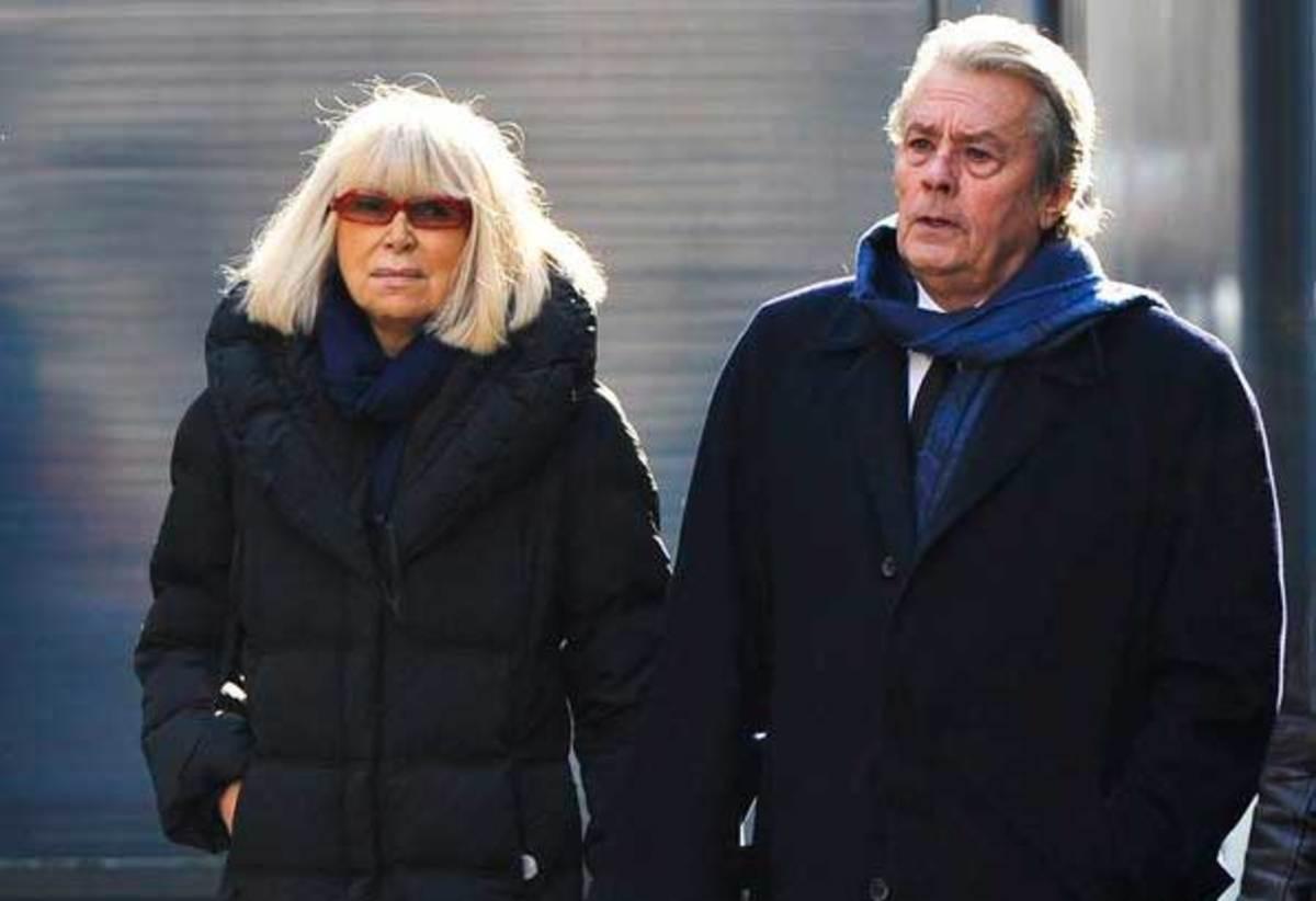 Πέθανε η Mireille Darc | Newsit.gr