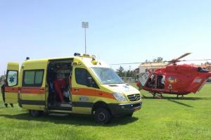 Αεροδιακομιδή ασθενούς με ελικόπτερο της Πυροσβεστικής