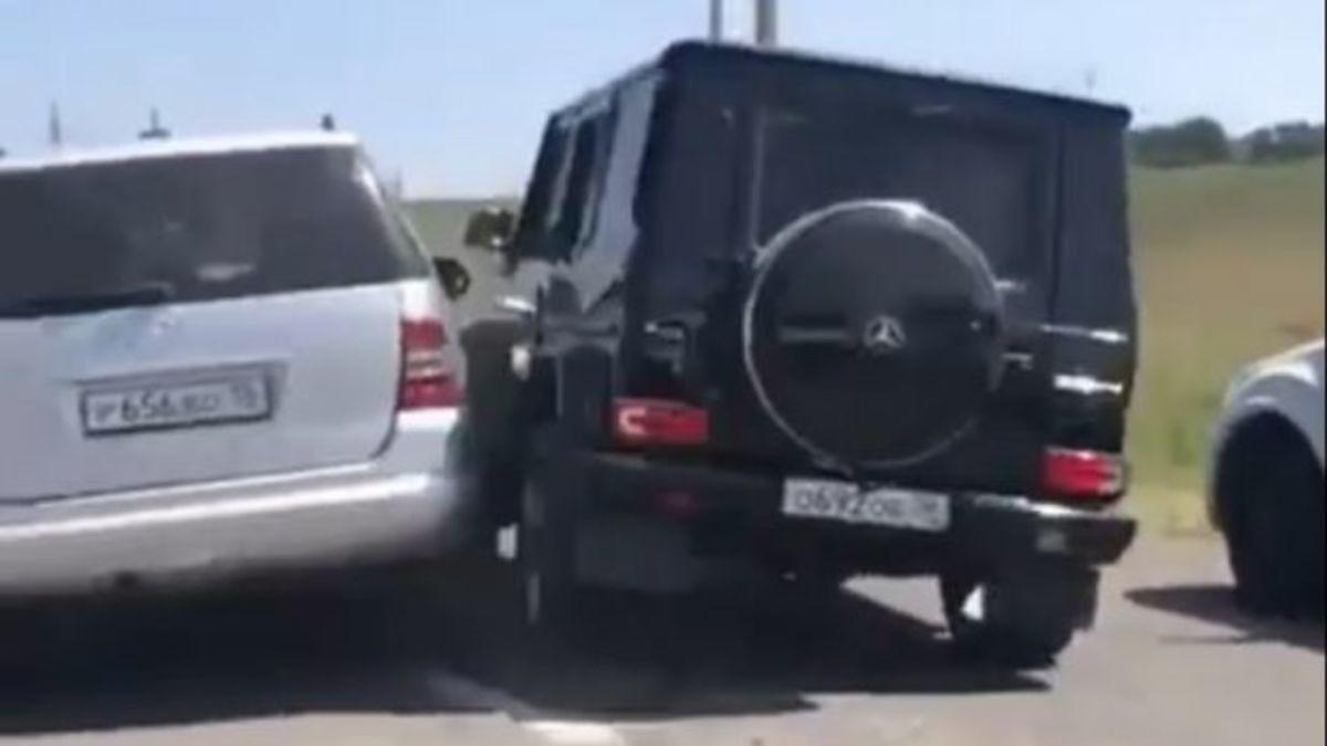 Πολυτελή SUV μετέτρεψαν το δρόμο σε πίστα για… συγκρουόμενα! [vid] | Newsit.gr