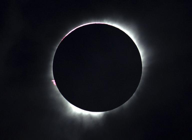 Τρέλα για την έκλειψη! Θα βυθίσει τη Γη στο σκοτάδι | Newsit.gr