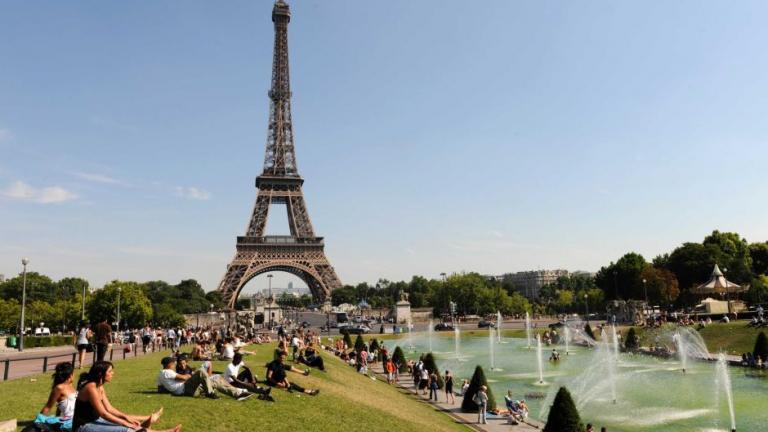 Εκκενώθηκε ο Πύργος του Άιφελ – Συνέλαβαν άνδρα με μαχαίρι