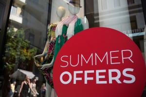 Εκπτώσεις: Πρεμιέρα σήμερα, ανοιχτά την Κυριακή τα μαγαζιά