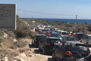 Το αδιαχώρητο στο Ελαφονήσι! Εγκλωβισμένοι στο στενό 7.500 τουρίστες [pics]