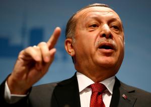 Απειλεί θεούς και δαίμονες ο Ερντογάν – Κατηγορεί τις πετρελαϊκές εταιρείες για το ναυάγιο στο Κυπριακό!