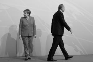 Στα άκρα! Παρέμβαση Ερντογάν στις γερμανικές εκλογές – Κεραυνοί Μέρκελ – Σουλτς