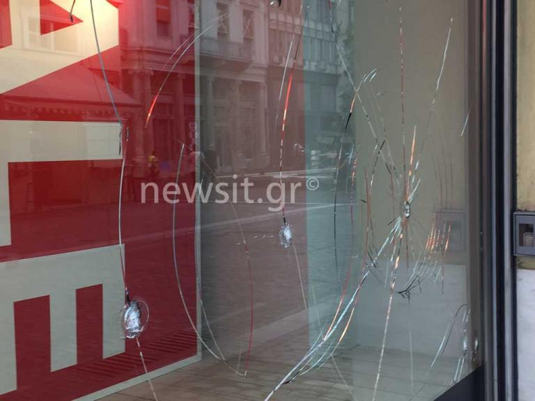 Πολιτική θύελλα κατά της κυβέρνησης για τους βανδαλισμούς στην Ερμού | Newsit.gr