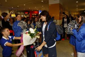 Αποθεώθηκε η Εθνική Γυναικών! Η υποδοχή στο αεροδρόμιο [pics, vid]