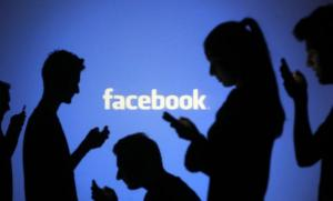 """Προσοχή! """"Έπεσε"""" το Facebook"""