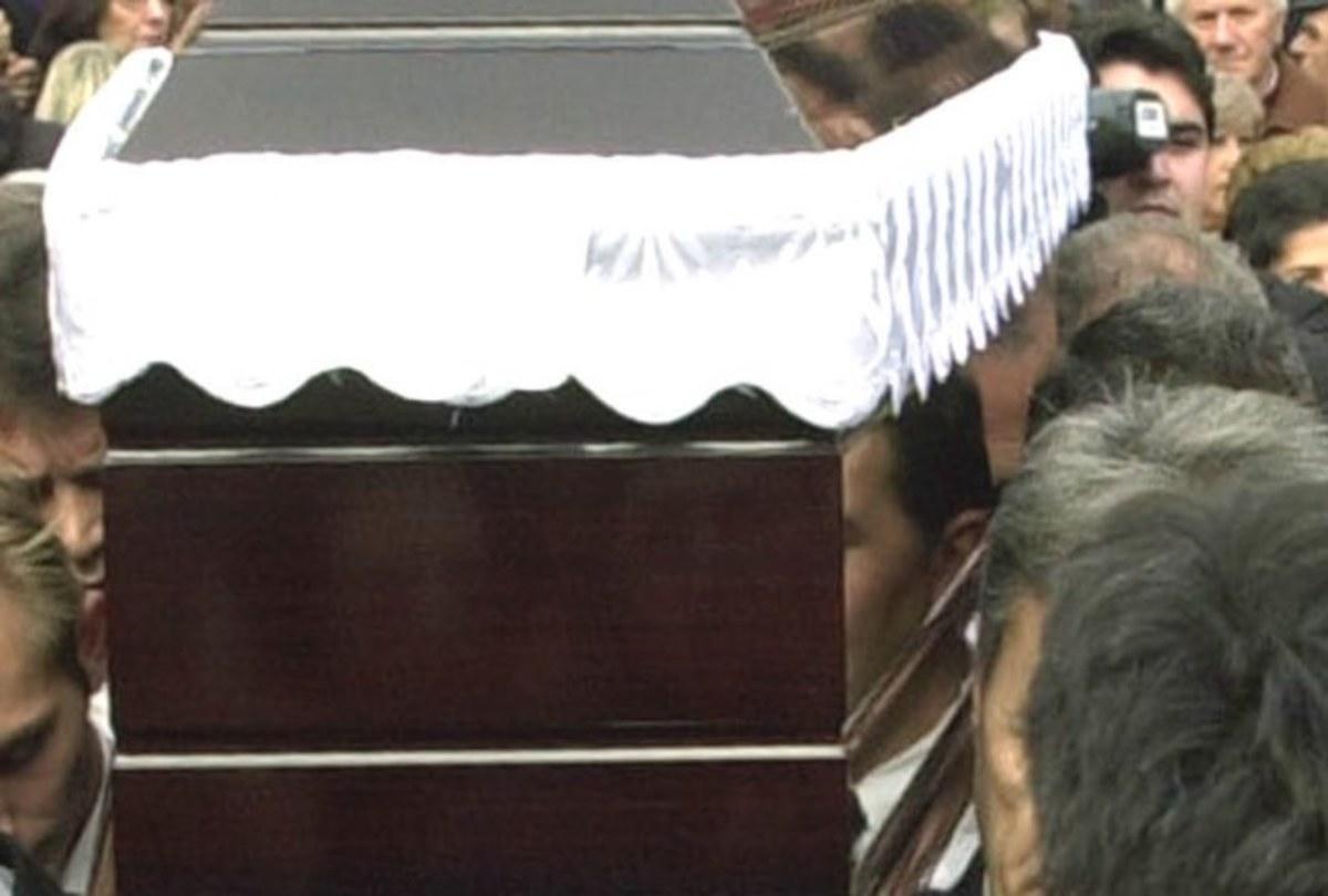 Φθιώτιδα: Χαμός σε κηδεία – Ξέθαψαν νεκρό και επιβεβαιώθηκαν οι φόβοι των παιδιών του! | Newsit.gr