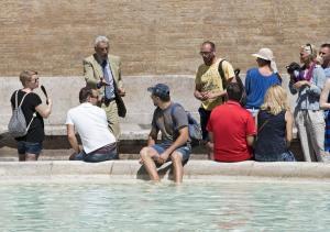 Έως και 500 ευρώ κοστίζει το… πλατσούρισμα στα συντριβάνια της Ρώμης