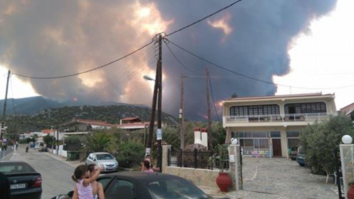 Φωτιά στο Σοφικό Κορινθίας: Νέες εικόνες από το πύρινο μέτωπο – Προβληματίζει η πυρκαγιά [pics] | Newsit.gr