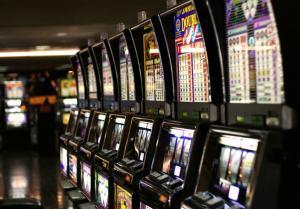 """Θεσσαλονίκη: """"Επιδημία"""" ο παράνομος τζόγος – Σαν… φρουτάκια ξεφυτρώνουν τα «μίνι καζίνο»"""