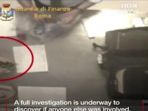 Βίντεο ντοκουμέντο: Υπάλληλοι του αεροδρομίου «Fiumicino» κλέβουν από τις αποσκευές!