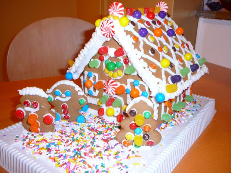 Φτιάξτε εύκολα ένα Χριστουγεννιάτικο σπιτάκι απο μπισκότο!   Newsit.gr