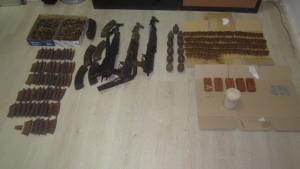 Θρίλερ! Όπλα, χειβοβομβίδες και εκρηκτικά στα ελληνοαλβανικά σύνορα! [pics]