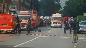Ένας νεκρός, τουλάχιστον 4 τραυματίες σε επίθεση με μαχαίρι σε σούπερ μάρκετ του Αμβούργου