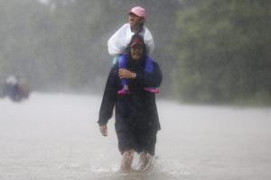 Χάρβεϊ: Απαισιόδοξος ο Τραμπ μετά τον φονικό τυφώνα