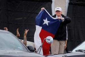 Καταιγίδα Χάρβεϊ: Στο Χιούστον ο Τραμπ μετά της Μελάνια