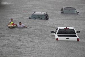 Τυφώνας Χάρβεϊ: Δραματικές εικόνες στο Χιούστον [pics, vids]