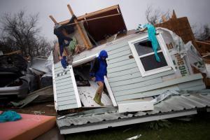 Τυφώνας Χάρβεϊ: Δυο νεκροί και ανυπολόγιστες καταστροφές – Συγκλονιστικές εικόνες