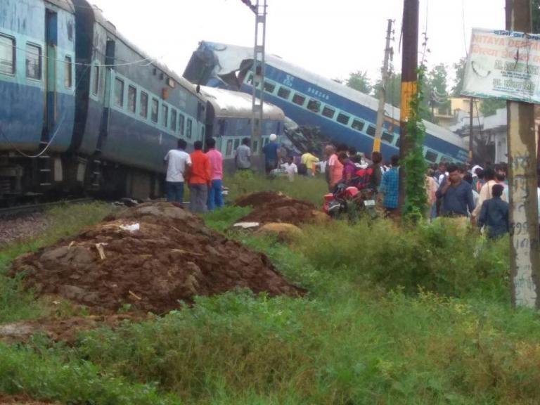 Τραγωδία! Εκτροχιασμός τρένου με 20 νεκρούς στην Ινδία [pics, vids] | Newsit.gr