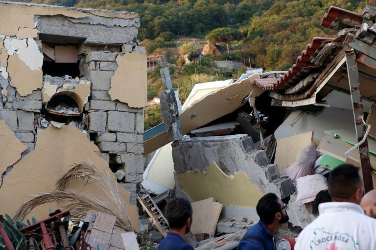 Σεισμός στην Ιταλία: Οι εικόνες της καταστροφής – Ισοπεδωμένα σπίτια, φόβος και δυο νεκροί – Το θαύμα του μικρού Πασκουάλε | Newsit.gr