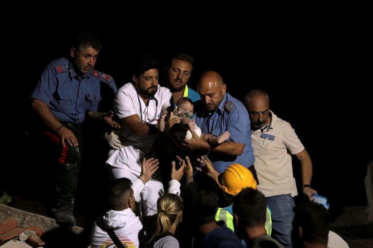 Σεισμός στην Ιταλία: Θρήνος, αγωνία κι ένα θαύμα – Απίστευτες εικόνες [pics, vids] | Newsit.gr