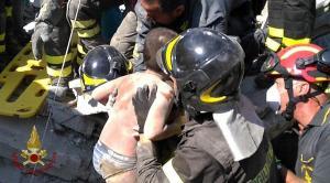 Σεισμός στην Ιταλία: Απεγκλωβίστηκε και δεύτερο παιδί – Συγκλονιστικές εικόνες [pics, vids]
