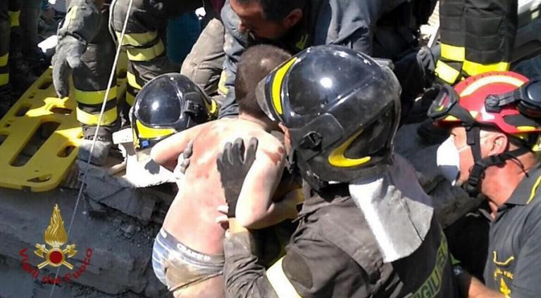 Σεισμός στην Ιταλία: Απεγκλωβίστηκε και δεύτερο παιδί – Συγκλονιστικές εικόνες [pics, vids] | Newsit.gr