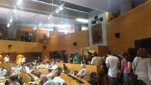 Θεσσαλονίκη: Ένταση για τα σκουπίδια! Διακόπηκε το δημοτικό συμβούλιο [vid]