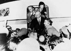 24 Ιουλίου 1974: H νύχτα που ήρθε ο Καραμανλής – Όλα όσα έγιναν και ειπώθηκαν