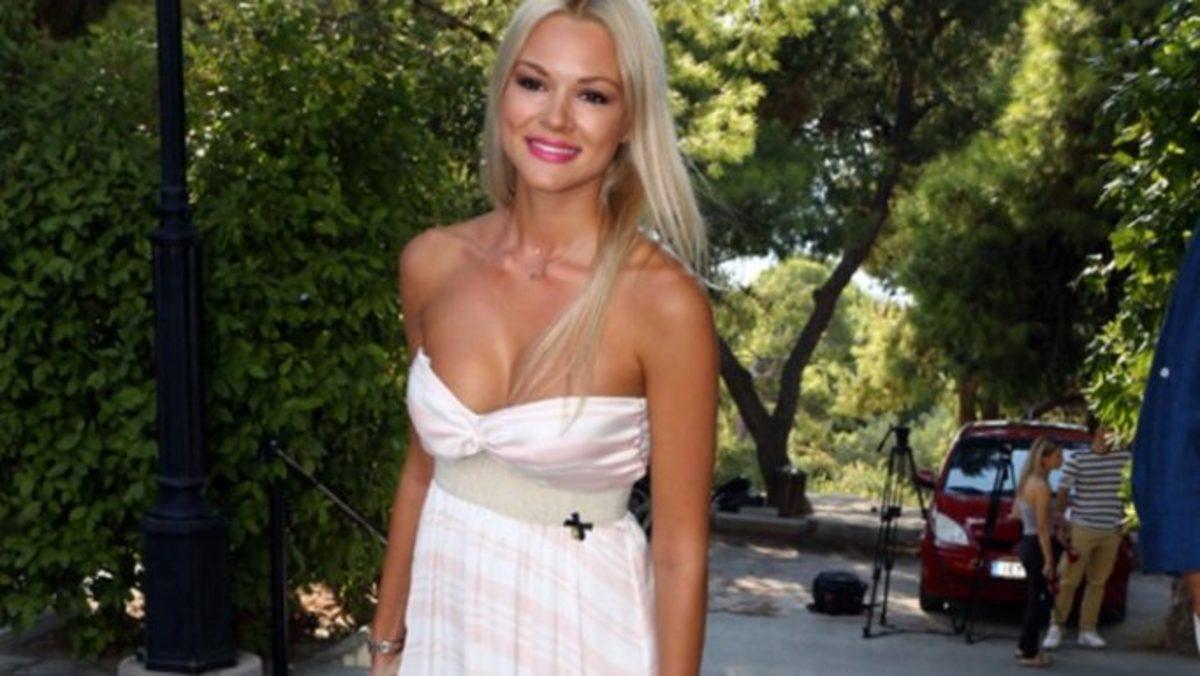 Η Βίκυ Κάβουρα αναστατώνει τα Κύθηρα με το καλλίγραμμο κορμί της! | Newsit.gr