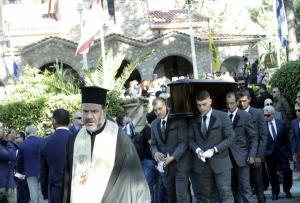 Μίνως Κυριακού: Ρίγη συγκίνησης στην κηδεία του πατριάρχη του Ant1 [vid, pics]
