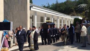 Πλήθος κόσμου στην κηδεία της Αρλέτας – Συγκινητικές στιγμές [pics, vids]
