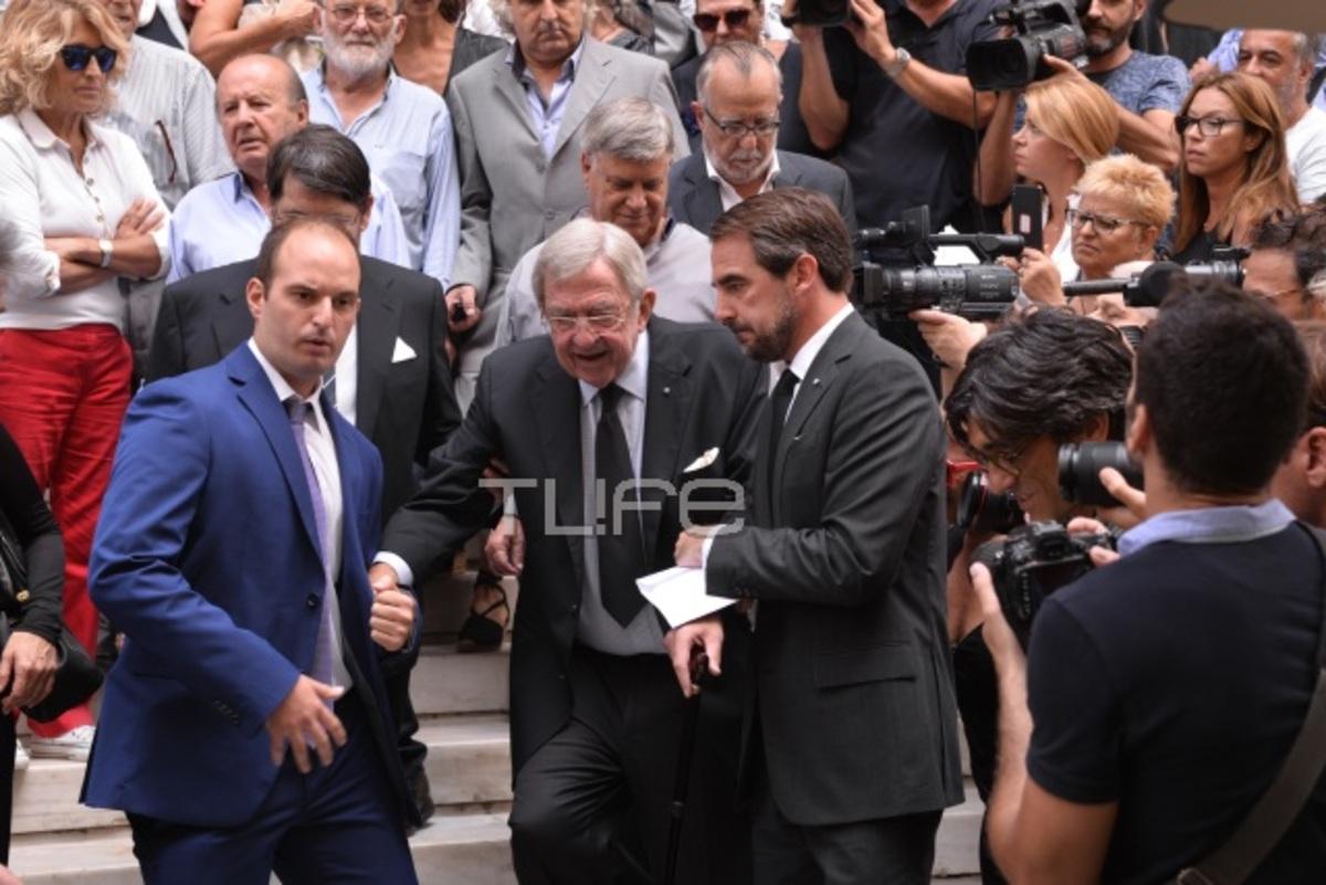 Στην κηδεία της Ζωής Λάσκαρη ο τέως βασιλιάς Κωνσταντίνος [vid,pics] | Newsit.gr