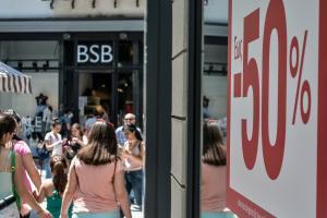 Ανοιχτά μαγαζιά την Κυριακή: Δείτε το ωράριο λειτουργίας